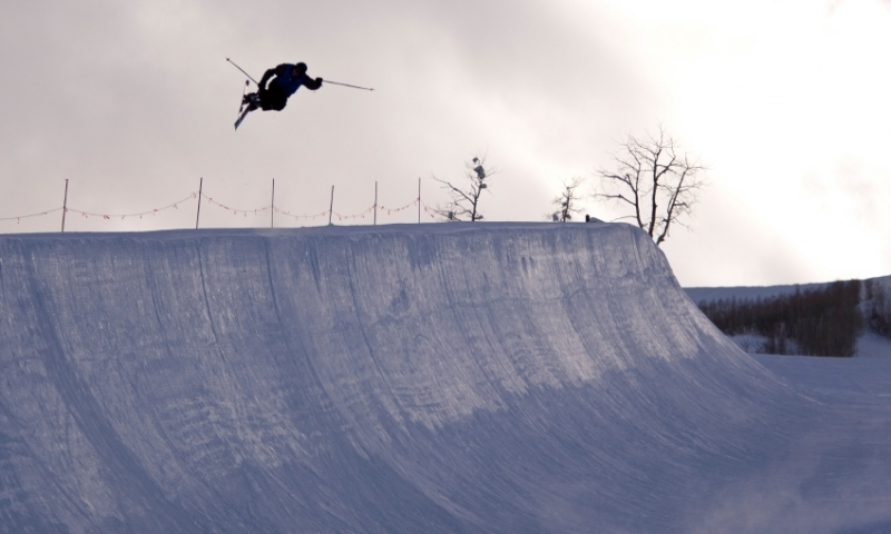 Skier in the Half Pipe